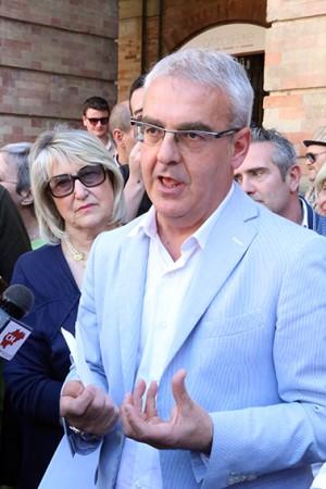 Il sindaco Romano Carancini e le prime battute del dialogo con i commercianti