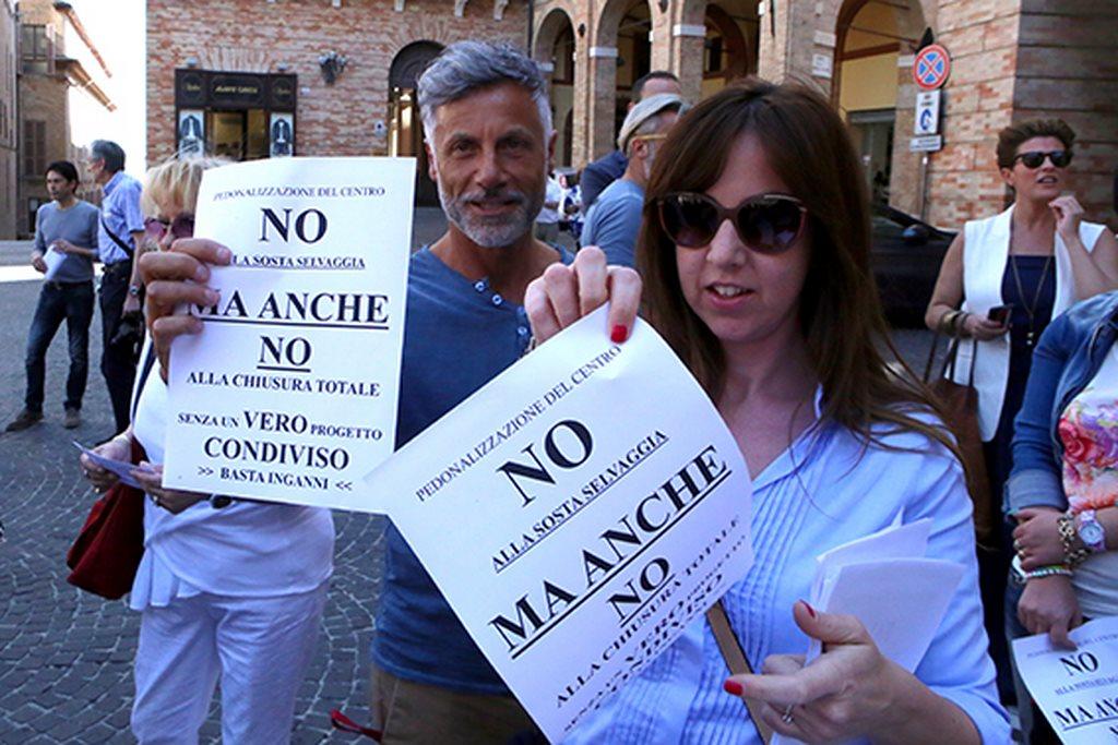 Protesta commercianti Carancini centro storico Macerata (4)