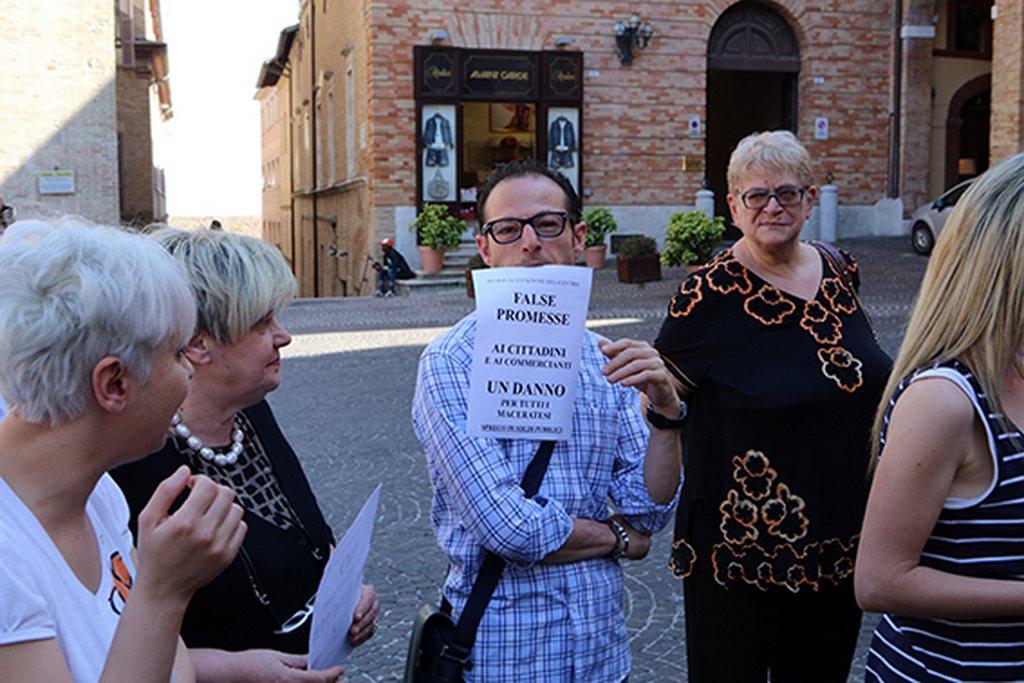 Protesta commercianti Carancini centro storico Macerata (6)