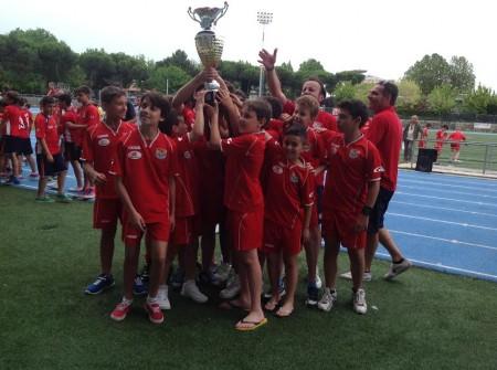 La squadra del San Claudio festeggia la vittoria a Riccione