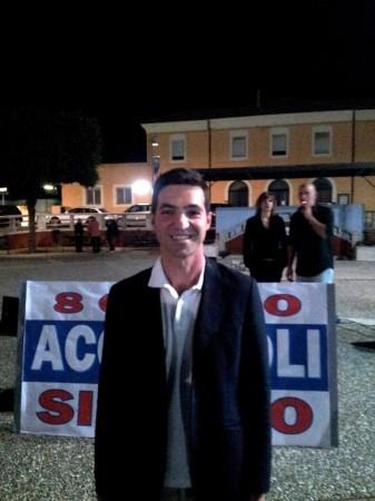Sorride Francesco Acquaroli, 40 anni, al termine del suo comizio in piazza a Porto Potenza