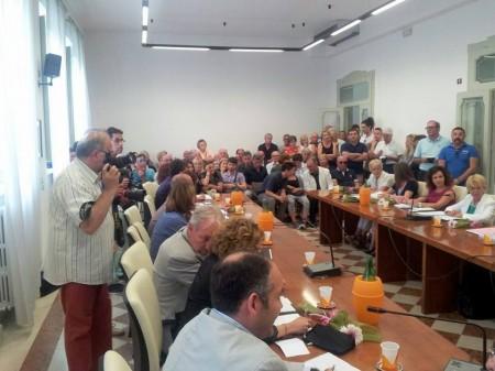 Una folla di cittadini e giornalisti ha battezzato il primo Consiglio Comunale dell'era Montali