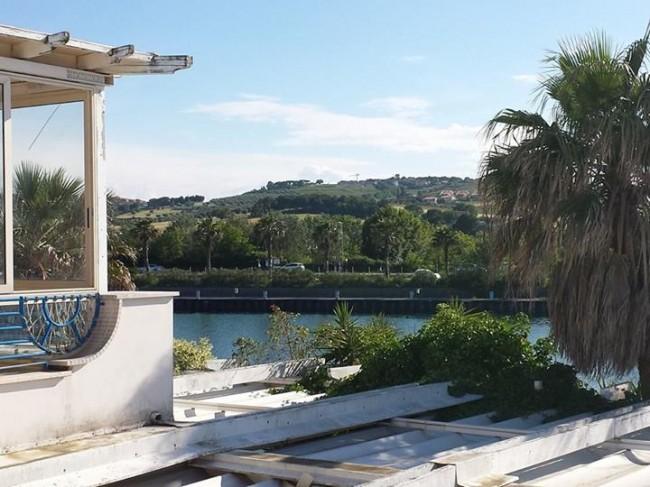 Unaltra-foto-scattata-dal-tetto-del-locale.-Foto-di-Alessandro-Tesei-da-ascosilasciti.wordpress.com_.
