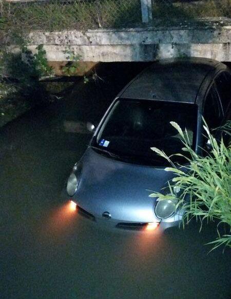 auto nel canale (1)