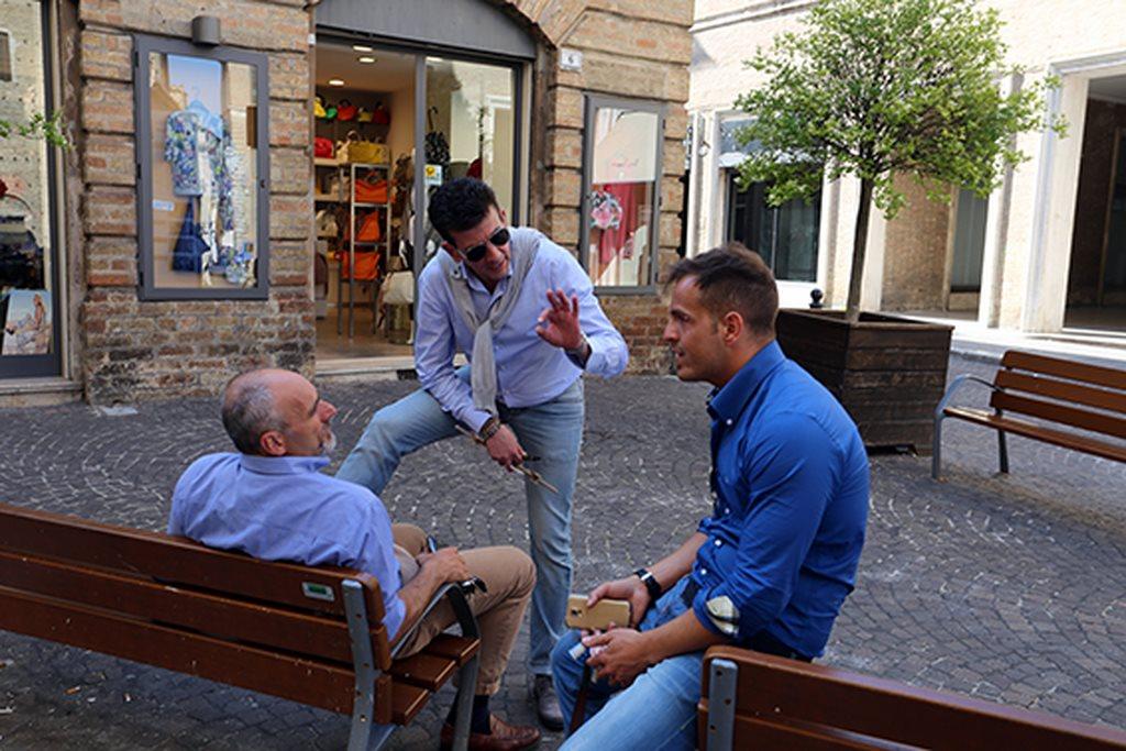 Commercianti a colloquio con il consigliere comunale del Pd, Romeo Renis