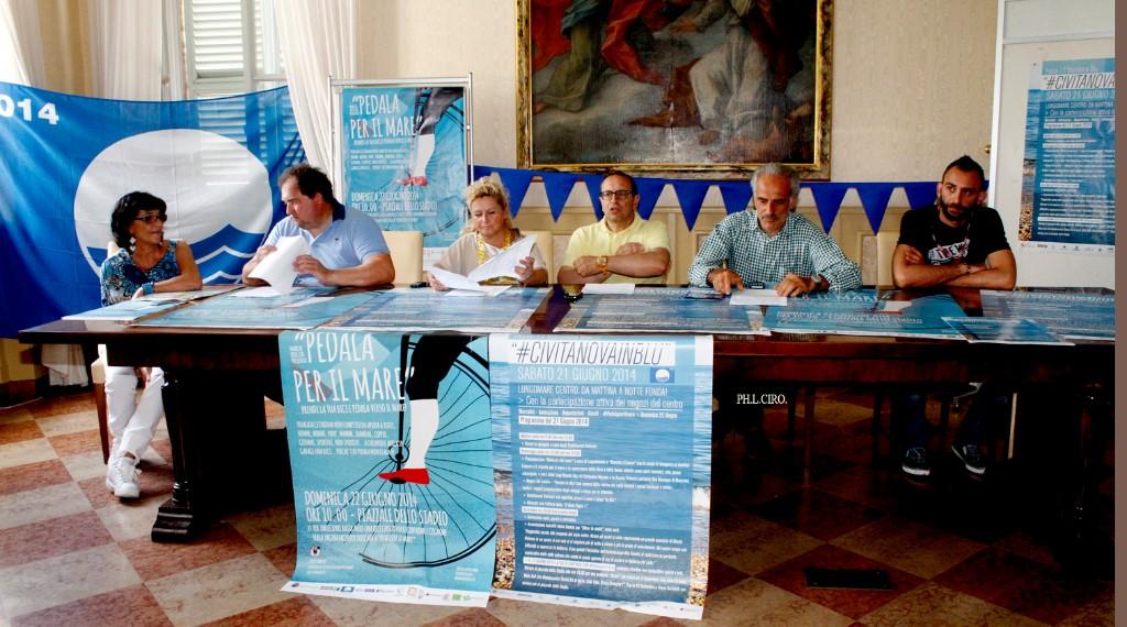 Da sinistra Claudio Pini dell'Abat, l'assessore Cristiana Cecchetti, il sindaco Tommaso Corvatta e l'assessore al Turismo Giulio Silenzi insieme con Simone Grosso Abat