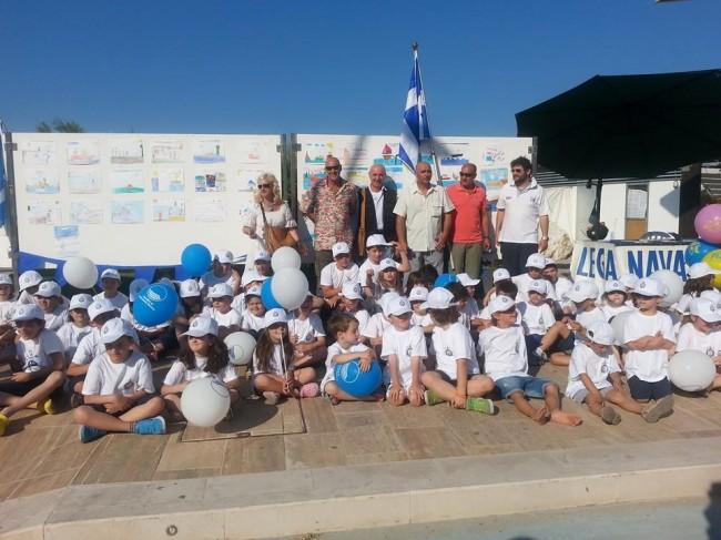 Foto di gruppo per il laboratorio con i bambini della Lega Navale