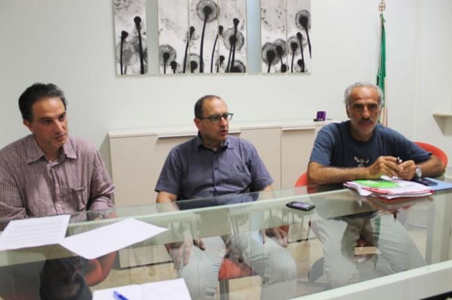 da sinistra il dirigente al bilancio Marco Passarelli, il sindaco Tommaso Corvatta e l'assessore al bilancio Giulio Silenzi