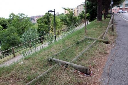 recinzione abbattuta
