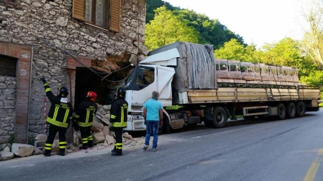 tir sfonda casa a serravalle (3)