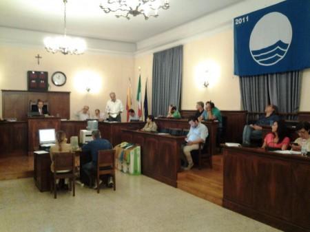 L'assessore al bilancio Giulio Silenzi nella seduta di consiglio che ha approvato il rendiconto economico 2013