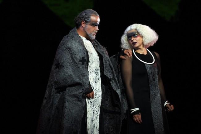 Alcuni dei protagonisti di Aida in scena sul palco dello Sferisterio