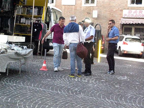 Carancini parcheggi piazza (1)