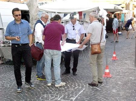 Il sindaco Carancini durante il sopralluogo in piazza della Libertà