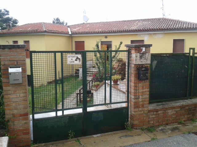 La casa dove abita la famiglia Farina