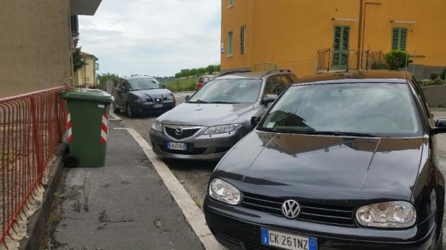 Cassonetti via Borghi, La Pace (5)