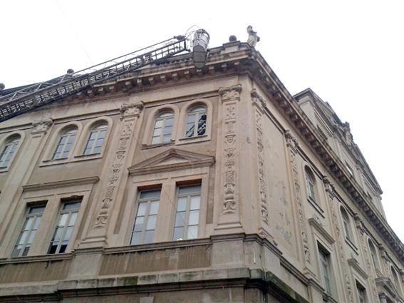 Cornicione palazzo studi Macerata (1)
