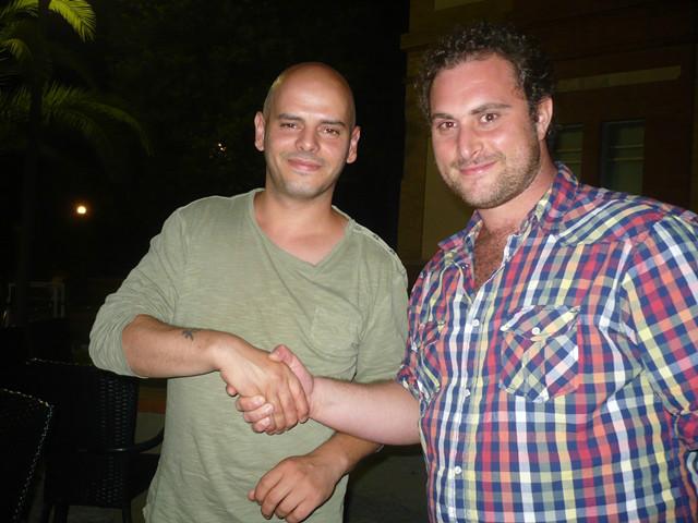 Il difensore Francesco Emili all'atto delle firma e lo stesso difensore in compagnia del presidente Marco Galli
