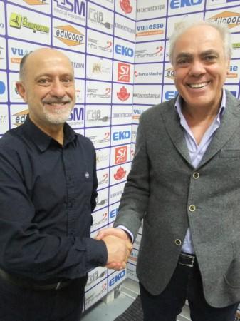 Giancarlo Sacco stringe la mano al presidente Pierini