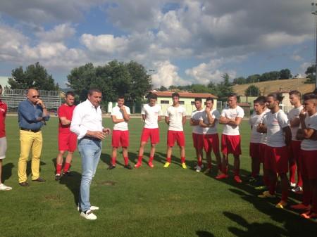 Il presidente Canil parla con la squadra