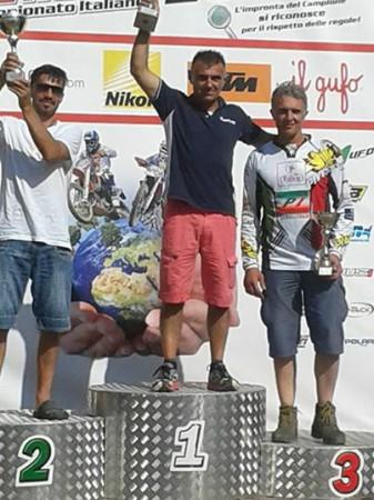Massimiliano Luzi sul gradino più alto del podio
