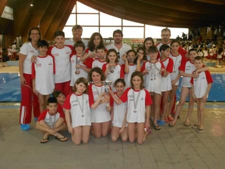 Il gruppo del Macerata Nuoto