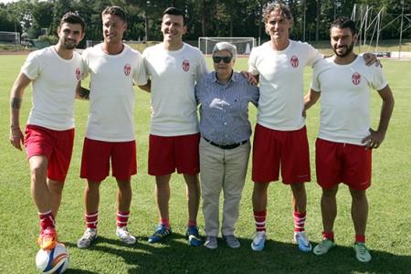 La presidentessa Tardella con i nuovi acquisti della Maceratese