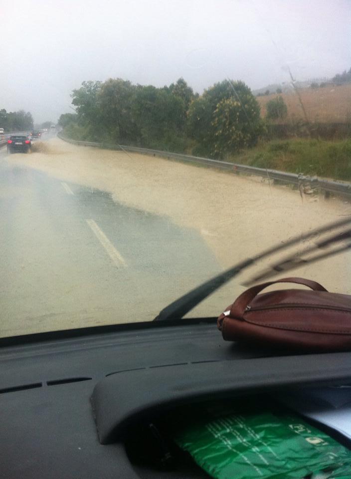 Maltempo in superstrada, foto di Luigi Di Feo