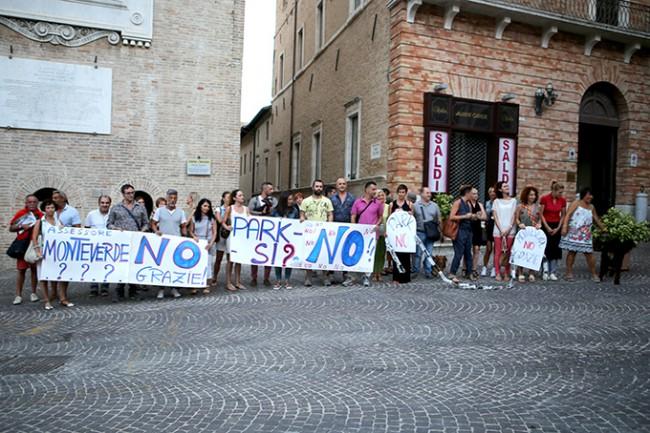 Protesta commercianti con Annibali (1)