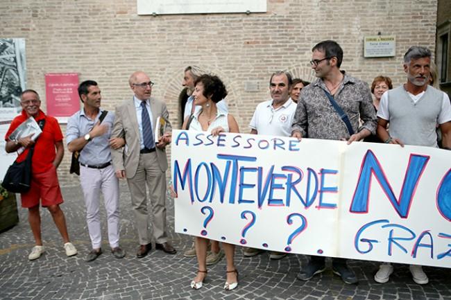 Protesta commercianti con Annibali (2)