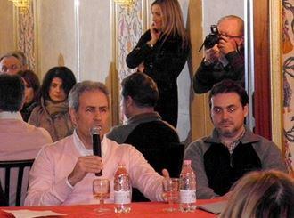 Leonardo Archimi e Paolo Virgili durante una riunione di Tutti per Macerata