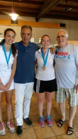 Le finaliste dell'U.18 F. Camilla Sabbatini (argento) e Chiara Marchegiani (oro), premiate dai dirigenti dell'ATM Andrea Pallotto e Nicola Bianchini.