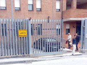 Il procuratore Giovanni Giorgio all'uscita della caserma dei carabinieri di Castelraimondo