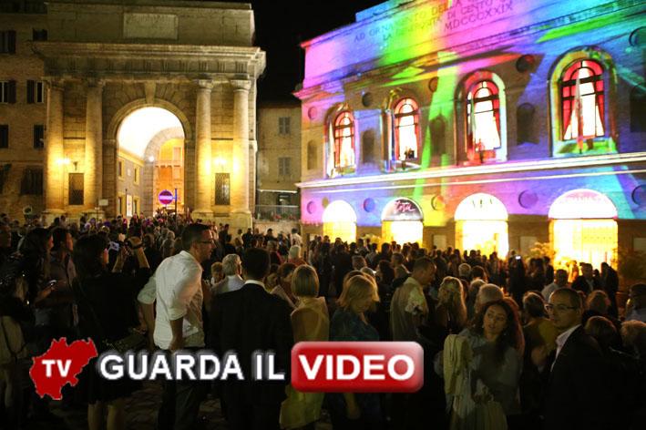 L'Aida convice anche il pubblico. Clicca sull'immagine per guardare il video con le interviste all'uscita dallo Sferisterio