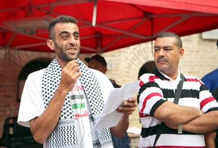 Magdi Hibi nel suo intervento oggi durante il presidio in piazza della Libertà
