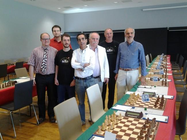 Nella foto gli organizzatori del Campionato italiano di scacchi. Al centro Ezio Montalbini insieme al direttore del Cosmopolitan Giuseppe Giustozzi e l'assessore al turismo Giulio Silenzi