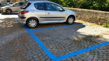 I parcheggi diventati blu in via Berardi