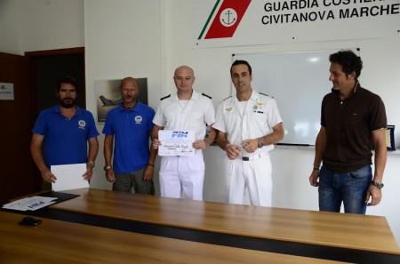 Il Comandante Tenente di Vascello Giuseppe Biasco insieme a Mauro Antonini, Pietro Giulietti, Lorenzo Baldassari e Luca Belardoni
