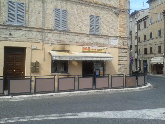 Bar Corso Cairoli vetrina rotta