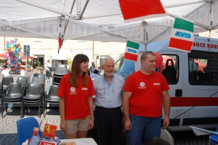 Al centro Francesco Marcolini, in compagna degli altri volontari Avis