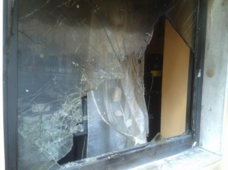 Vetrina rotta Bar Corso Cairoli (2)