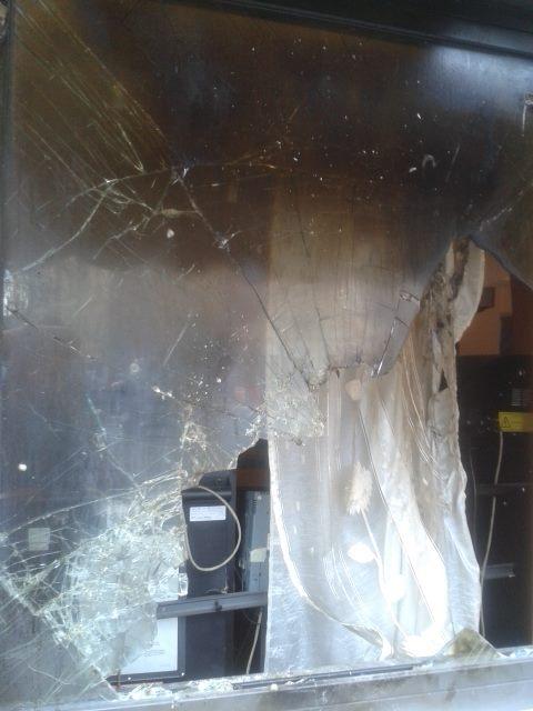 Vetrina rotta vetrina corso cairoli
