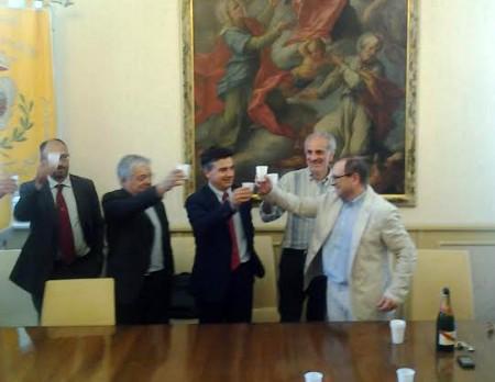 Il brindisi per l'accordo sottoscritto fra amministrazione e università