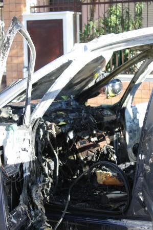 Un'auto incendiata a Civitanova