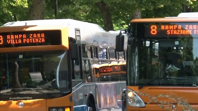 Gli autobus di Macerata, salirci ora costa di più