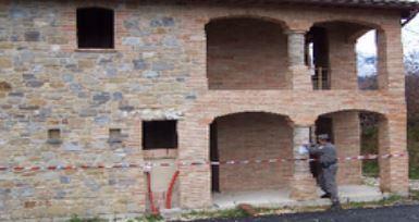 L'edificio sequestrato a Sant'Angelo in Pontano