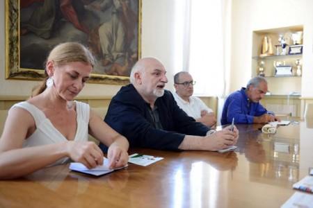 Da sinistra Rosetta Martellini presidente TdC, Gino Troli direttore artistico di Futura festival, il sindaco Tommaso Corvatta e l'assessore alla Cultura Giulio Silenzi