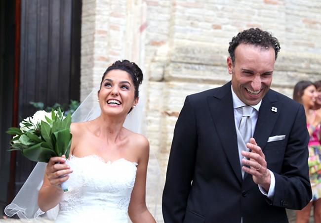 Silvia Campetella e Oberdan Pantana all'uscita dalla chiesa Santo Stefano dopo la cerimonia