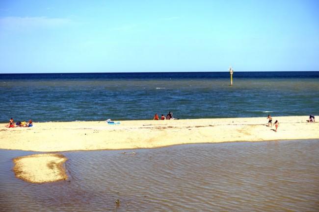 La spiaggia alla foce del Potenza, oggi alle 18 (foto di Guido Picchio)
