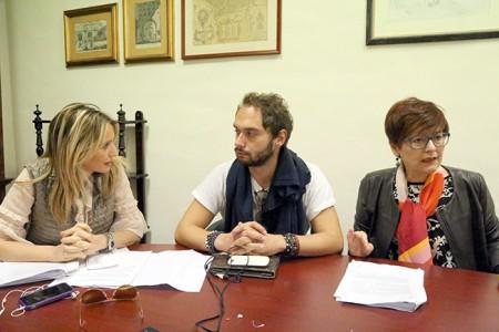 La conferenza stampa convocata a margine del Consiglio comunale: da sinistra Francesca D'Alessandro, Fabio Massimo Conti e Anna Menghi